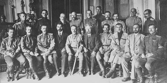 Картинки по запросу «Я выйду умирать на русскую землю» Белогвардейские командиры, вынужденные покинуть Россию, не считали, что война с большевиками окончена. Фото