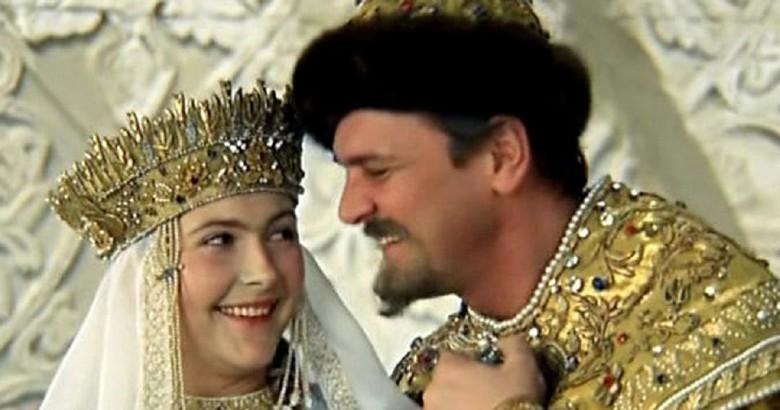 Картинки по запросу У Ивана Грозного было много жен. В фильме Гайдая появляется его третья супруга Марфа Собакина («Марфа Васильевна я»). Картинки