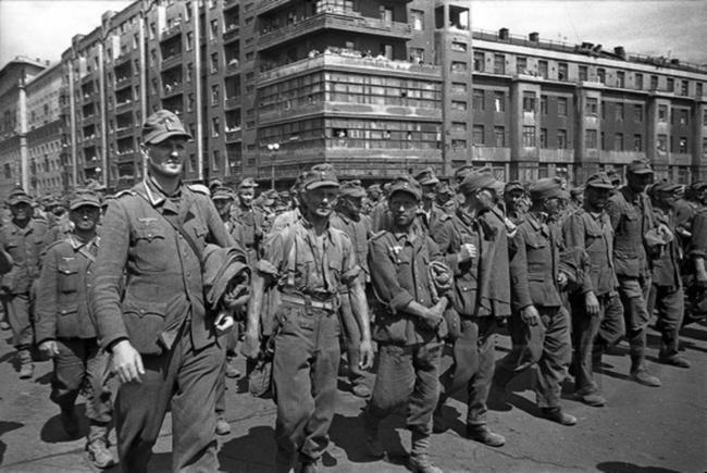Как проходила организация марша и кто «принимал участие» в параде побеждённых