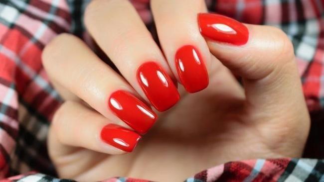 Древняя Ирландия: красные ногти