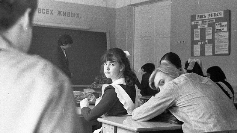 Школьные запреты в Советском Союзе: от коротких юбок и косметики до религии и длинных волос у мальчишек