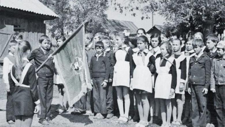 Картинки по запросу «Надо же дураков учить» Кто в 30-е годы мог подумать, что пионер окажется вором? Фото