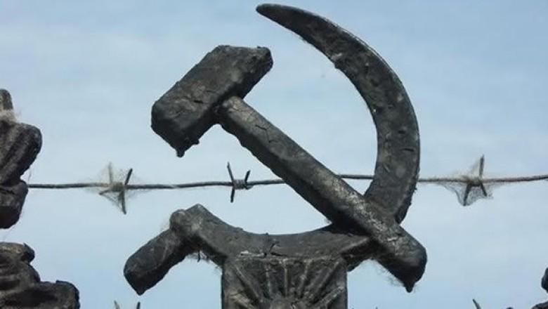 Картинки по запросу На кукурузнике — сквозь железный занавес Советскую власть приходилось терпеть даже тем, кому она очень не нравилась: эмигрировать из СССР было практически невозможно. Картинки