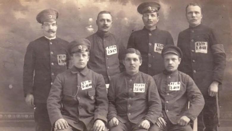 Картинки по запросу Русские пленные в Германии. Почти 1,5 млн солдат и офицеров русской армии были взяты немцами в плен во время Первой мировой войны (1914-1918). Картинки