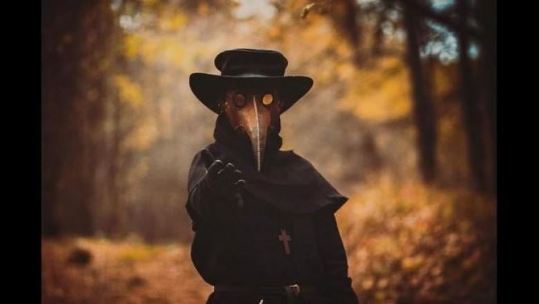 Какую роль в Средневековье играл чумной доктор и значение его зловещей одежды